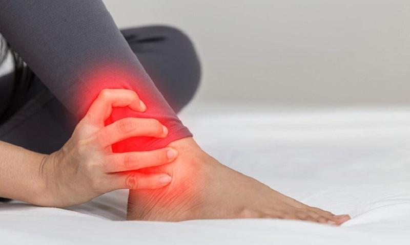 Đau khớp cổ chân không sưng có thể do chấn thương