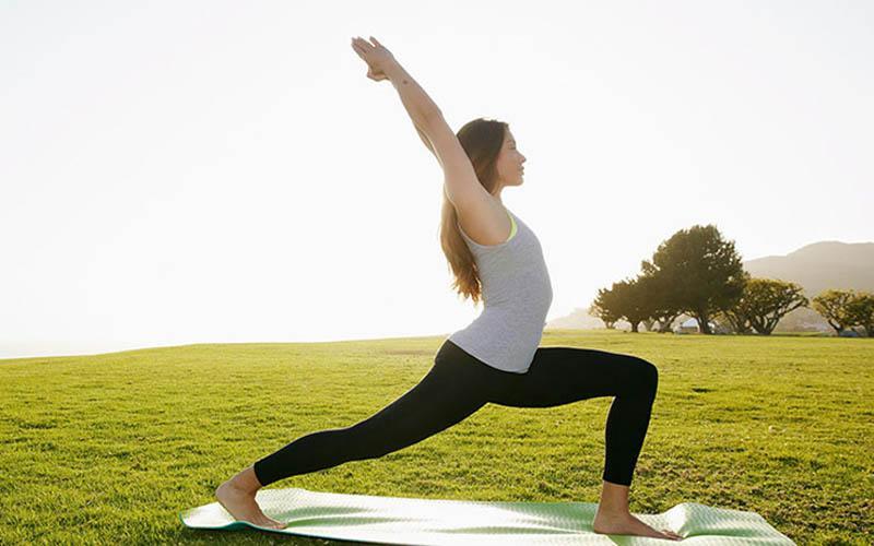 Người bị viêm khớp có nên tập yoga?