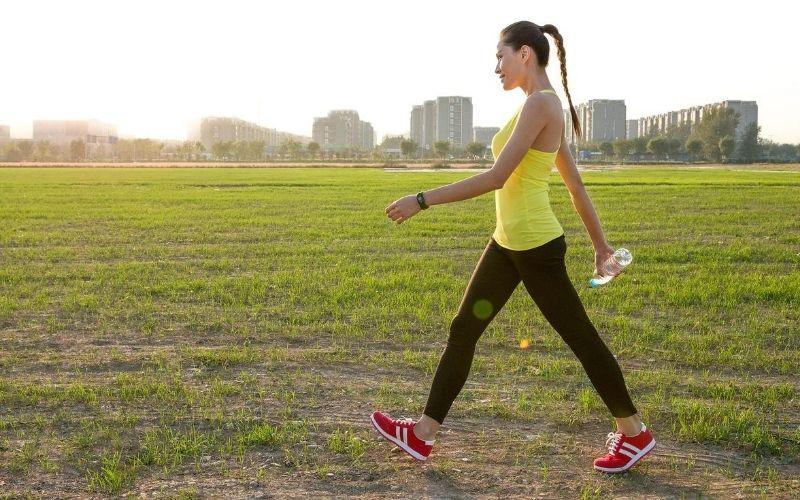 Đi bộ là bài tập nhẹ nhàng nhưng vô cùng hiệu quả