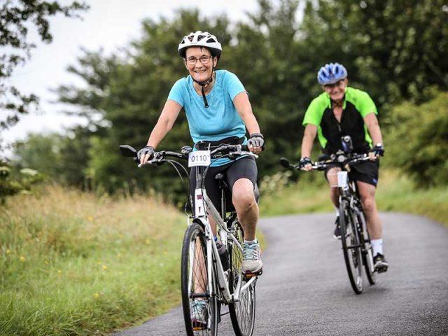 Đau khớp gối có nên đạp xe đạp không