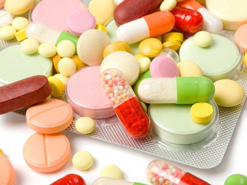 Thuốc Tây rất phổ biến trong việc điều trị đau khớp gối