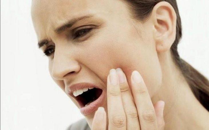 Đau khớp hàm khi há miệng là bệnh gì? Có nguy hiểm không?