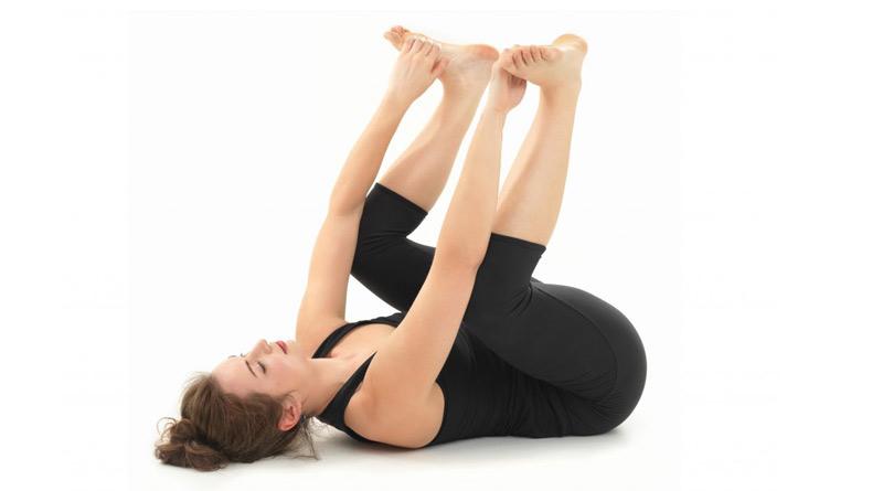 Tư thế yoga em bé hạnh phúc