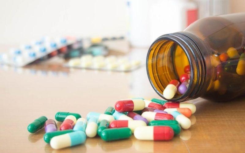 Thuốc Tây y có thể gây ra những phản ứng phụ như viêm loét dạ dày, viêm loét đường tiêu hóa