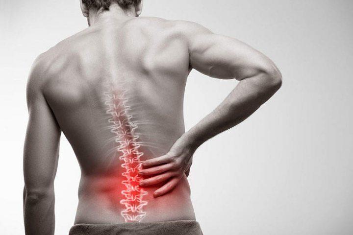 Viêm khớp liên mấu sẽ gây đau, sưng viêm và khó khăn khi di chuyển