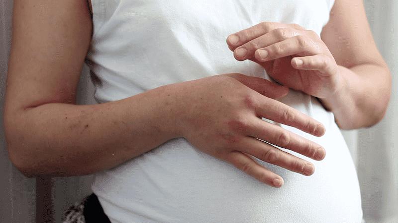 Đau khớp ngón tay ở bà bầu khiến chị em phụ nữ vô cùng lo lắng