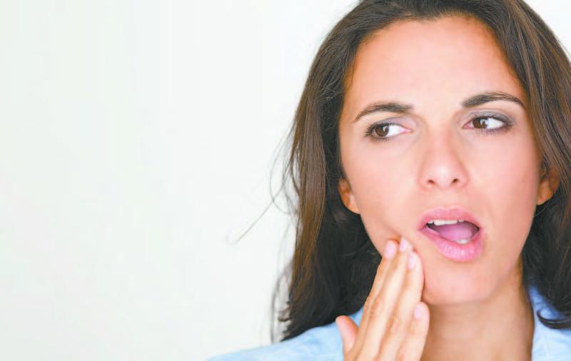 Viêm khớp thái dương hàm sẽ gây đau nhức và cản trở quá trình ăn, nói, nuốt