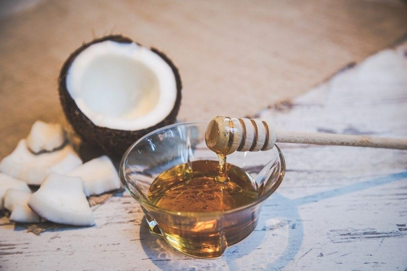 Điều trị viêm da tiết bã bằng mật ong và dầu dừa giúp giải quyết nhanh tình trạng kích ứng