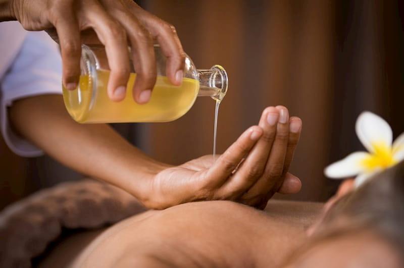 Massage giúp giảm cơn đau hiệu quả