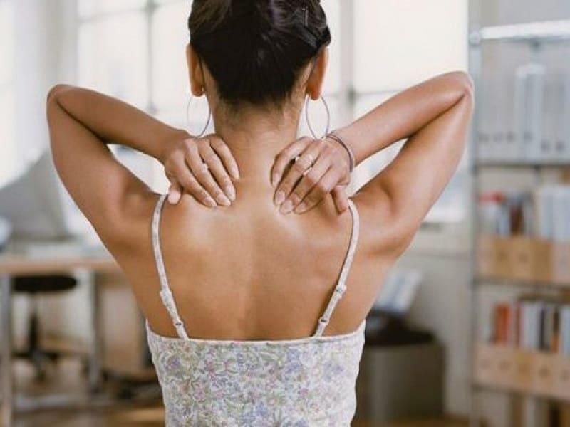 Xoa bóp khớp vai giảm cảm giác đau tại khớp