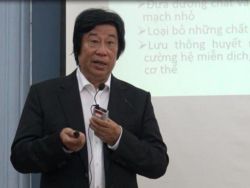 Phương pháp chữa bệnh thoát vị đĩa đệm của bác sĩ Dư Quang Châu là tập trung xoa bóp, bấm huyệt