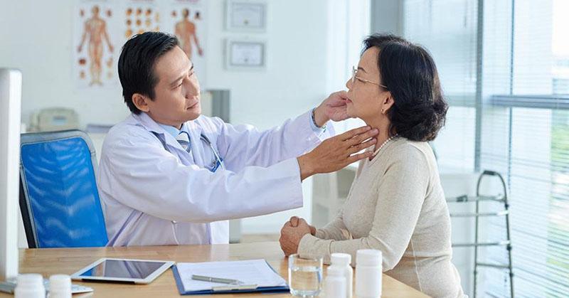 Người bệnh cần thăm khám cẩn thận khi bị viêm xoang chảy máu