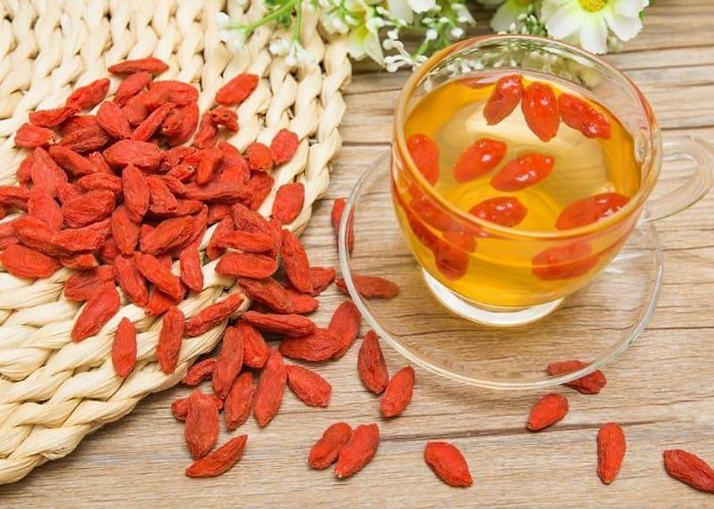 Uống trà kỷ tử hàng ngày giúp thải độc gan