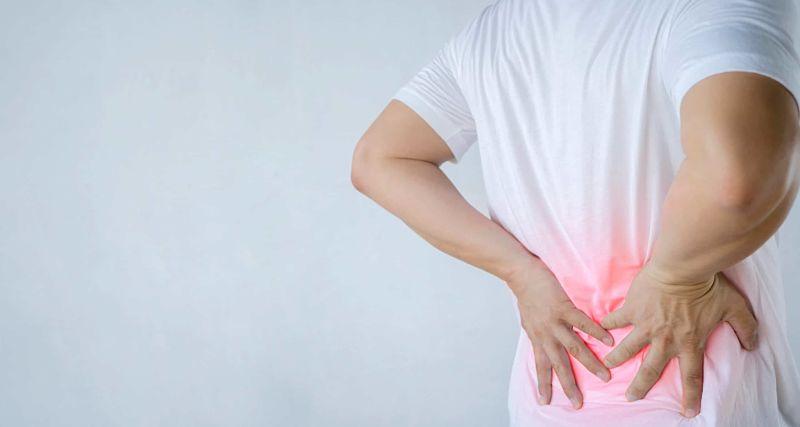 Lệch đĩa đệm gây ra nhiều triệu chứng như đau lưng, co thắt