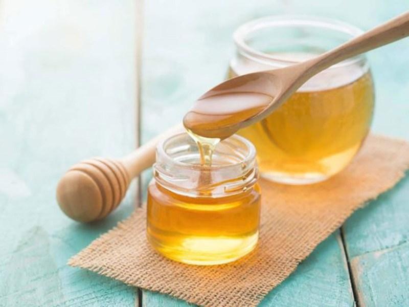 Mật ong có tính chống oxy hóa cao, giúp phục hồi cấu trúc da hiệu quả