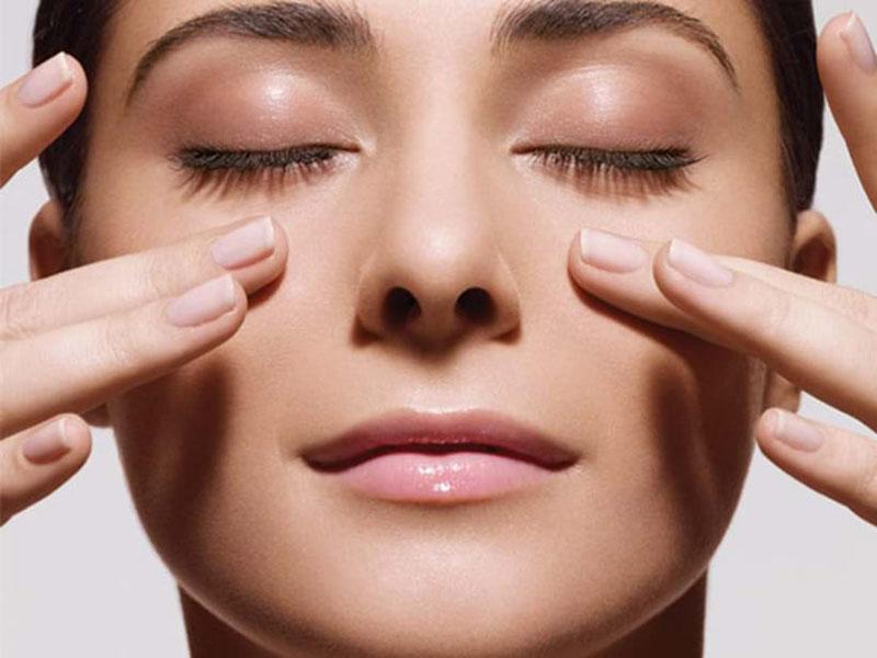 Mát xa mũi xoang vừa giúp lưu thông dịch vừa giảm mệt mỏi do viêm xoang