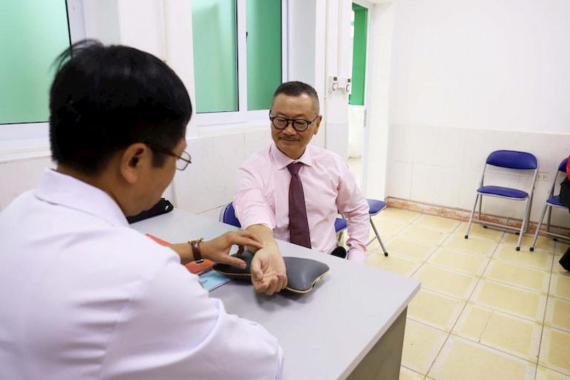 NSƯT Trần Đức kiểm tra lại sức khỏe tại Quân Dân 102
