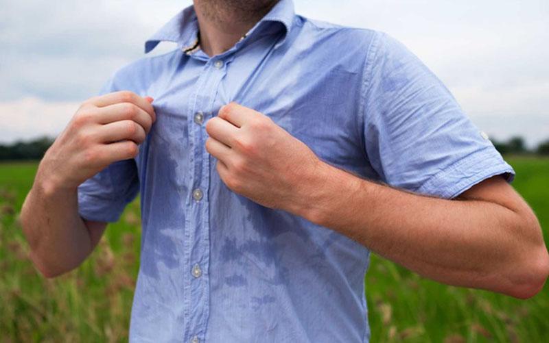 Mồ hôi cũng có thể là nguyên nhân gây ra hiện tượng ngứa ngáy, khó chịu vào ngày nóng