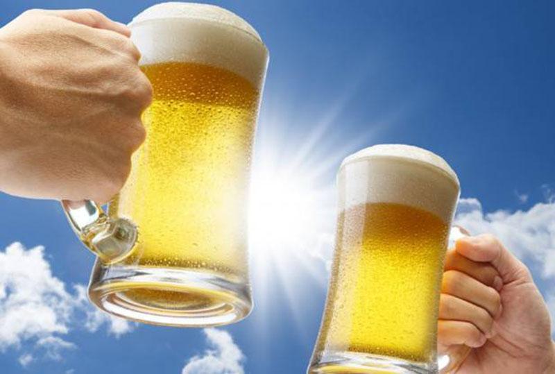 Uống nhiều rượu bia sẽ khiến người bệnh dễ bị dị ứng, gây ngứa ngáy