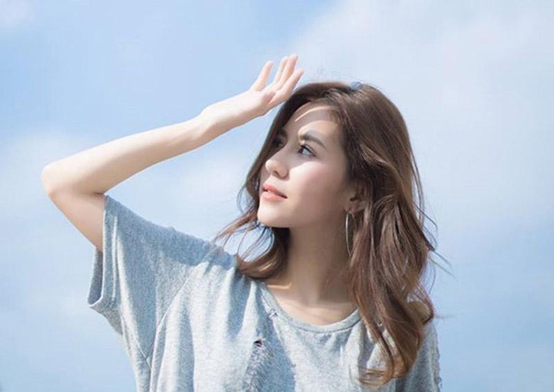 Ánh sáng mặt trời hoặc các nguồn tia khác là nguyên nhân chính gây nên bệnh