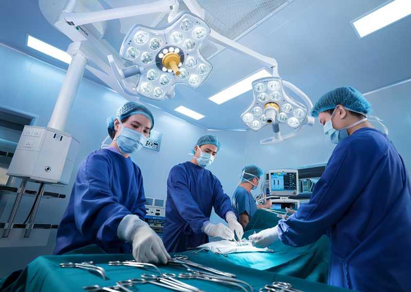 Phẫu thuật giúp cải thiện tình trạng đau nhức và phục hồi tổn thương xương khớp