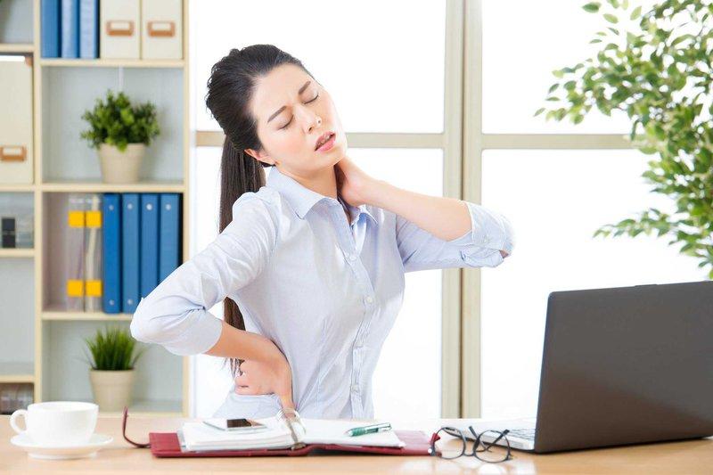 Người làm việc văn phòng có nguy cơ mắc phồng đĩa đệm cao