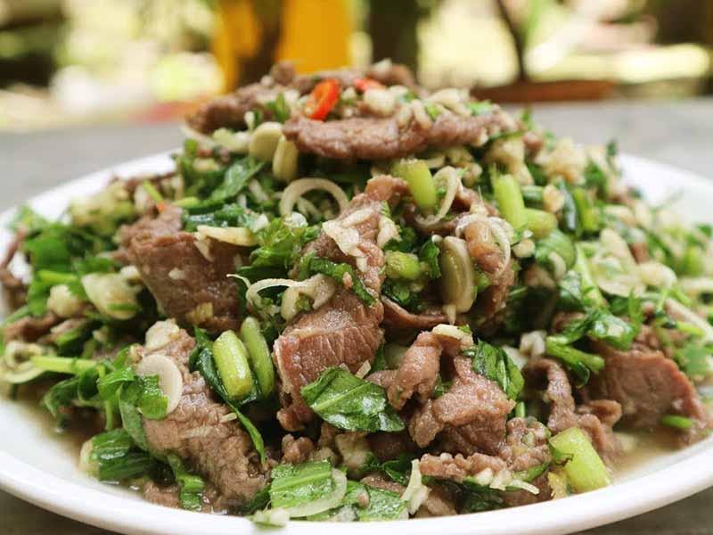Thịt bò xào rau ngổ là món ăn giàu chất dịnh dưỡng và có tác dụng chữa bệnh viêm khớp