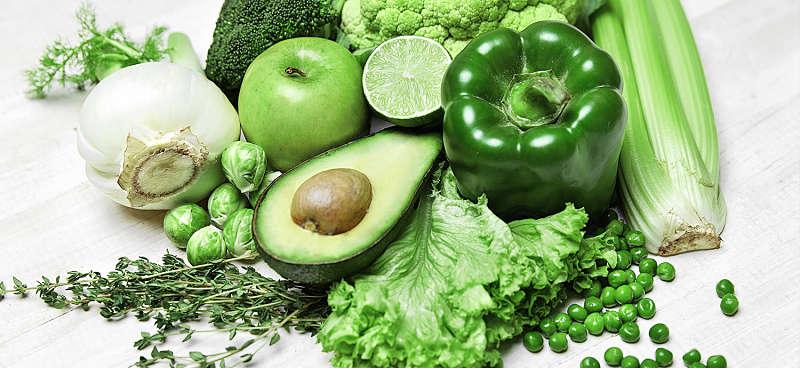 Người bệnh nên bổ sung nhiều loại rau xanh, trái cây tốt cho xương khớp