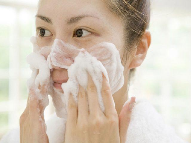 sữa rửa mặt cho viêm da tiết bã