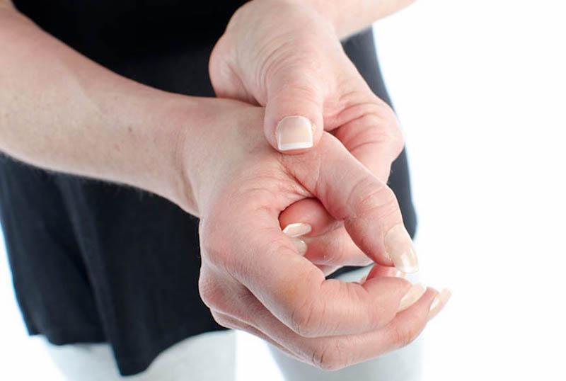 Viêm khớp dạng thấp làm gia tăng tình trạng sưng đau