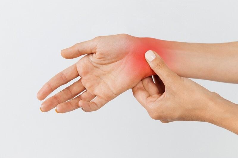 Sưng khớp tay có thể là biểu hiện của nhiều bệnh lý nguy hiểm