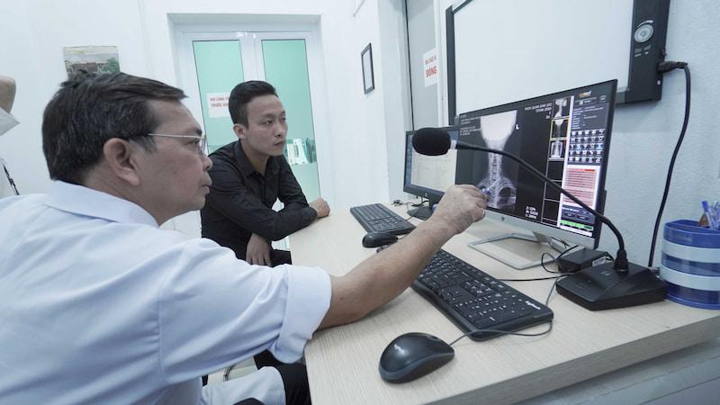 Kết hợp Đông - Tây y trong thăm khám, điều trị bệnh xương khớp triệt để