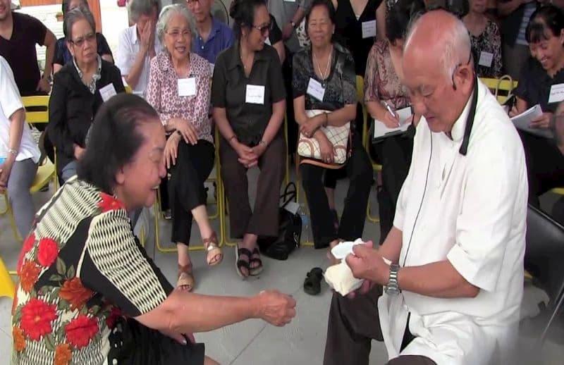 Thầy Lý Phước Lộc chữa thoát vị đĩa đệm bằng diện chẩn