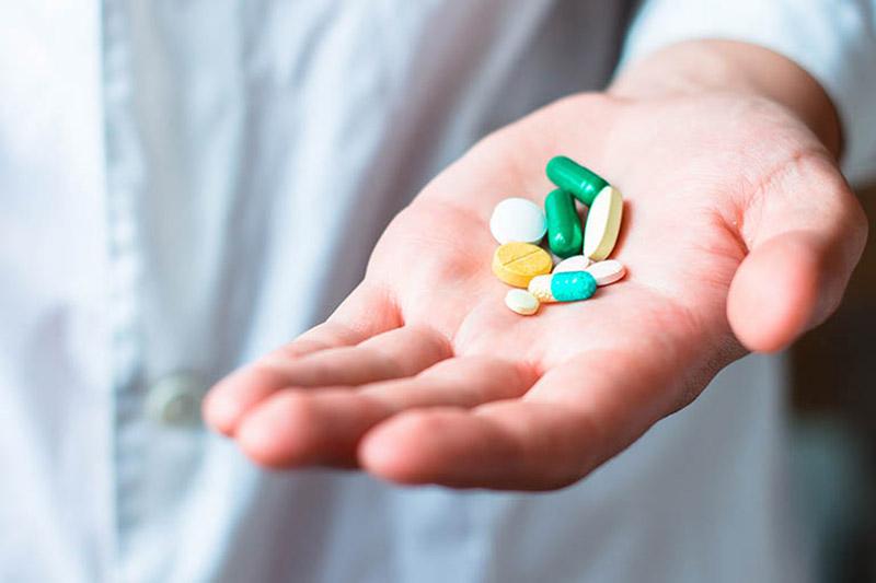 Dùng thuốc Tây y cải thiện triệu chứng đau nhức