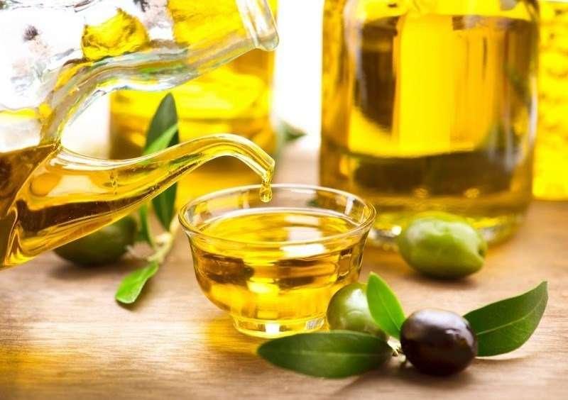 Dầu oliu chứa thành phần acid oleic và omega 3 giúp chống viêm, ức chế hại khuẩn