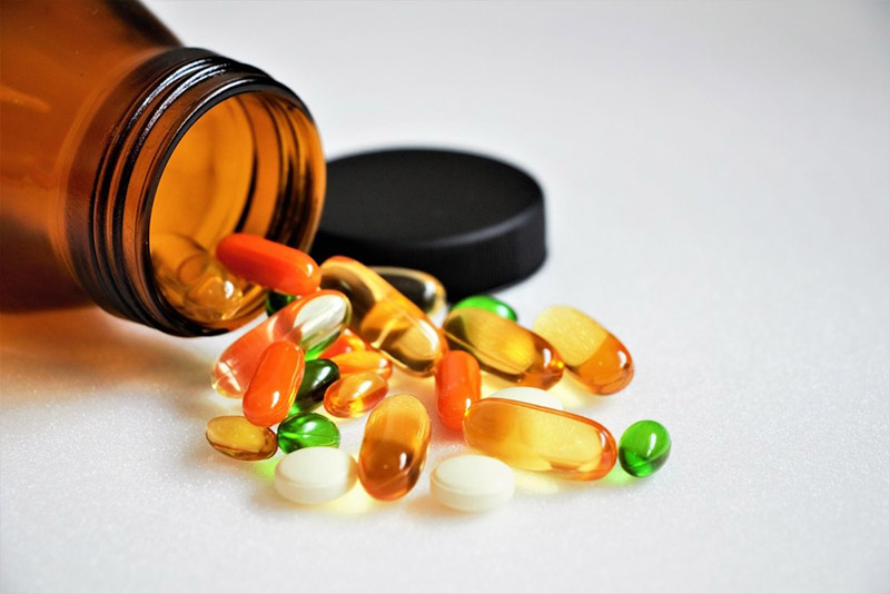 Tây y chỉ giúp thuyên giảm triệu chứng nhanh, không phòng ngừa tái phát và tiềm ẩn nhiều tác dụng phụ