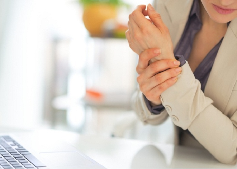 Những lưu ý trong điều trị viêm khớp cổ tay