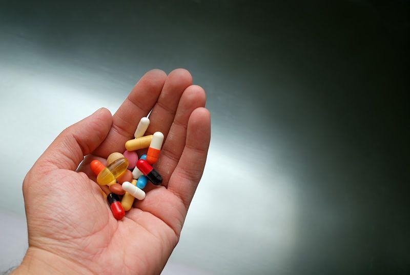 Thuốc Tây giúp giảm các cơn đau nhức, tê bì xương khớp