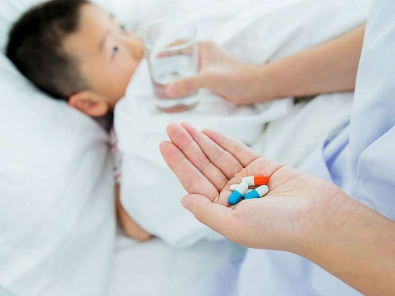 Sử dụng thuốc Tây sẽ giúp giảm triệu chứng đau nhức