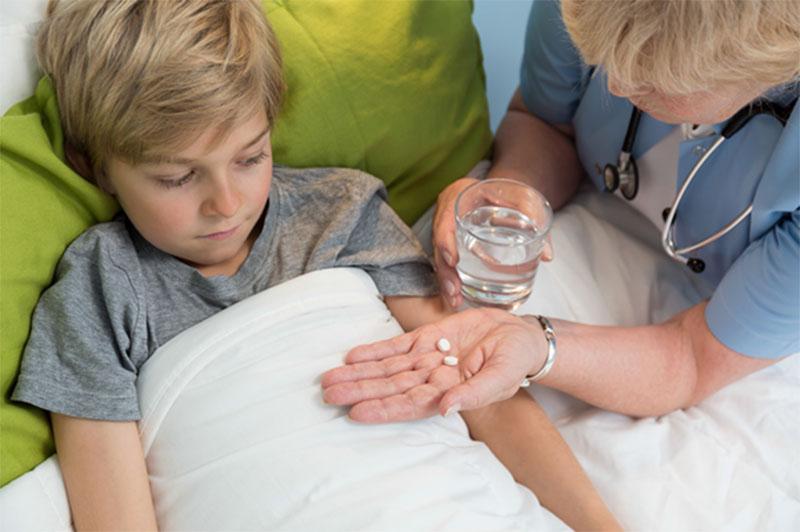 Thuốc trị viêm amidan cho trẻ nhỏ cần sử dụng thận trọng, tránh biến chứng nguy hiểm