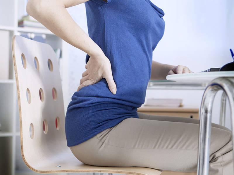 Đau thắt vùng lưng là triệu chứng điển hình của bệnh