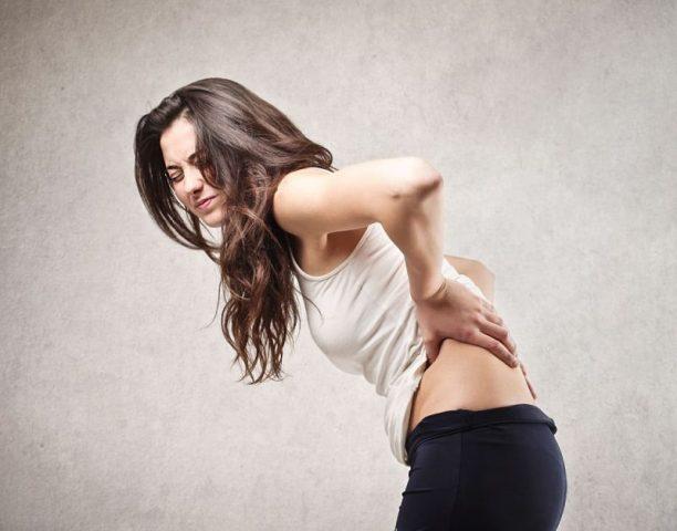 Bệnh gây nên triệu chứng đau vùng lưng và các khu vực xung quanh