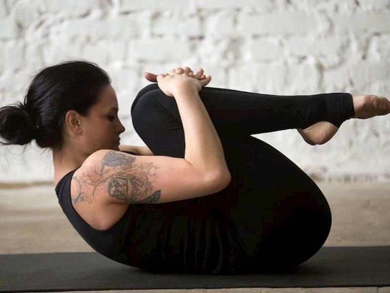 Vật lý trị liệu thoát vị đĩa đệm với bài tập kết hợp căng giãn vai gáy và gập bụng