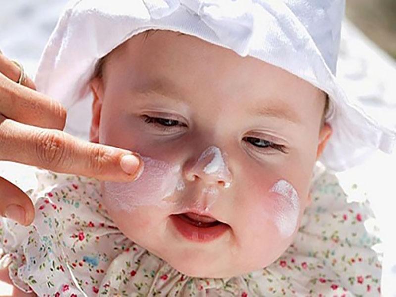 Thuốc bôi ngoài da thường được bác sĩ chỉ định trong điều trị bệnh ở trẻ nhỏ