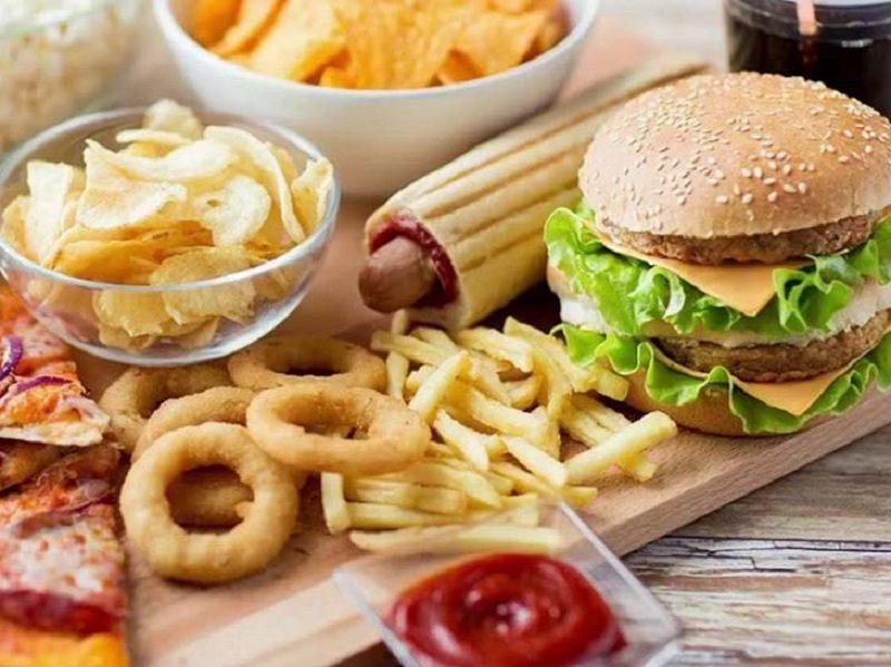 Tránh xa đồ ăn chứa nhiều dầu mỡ