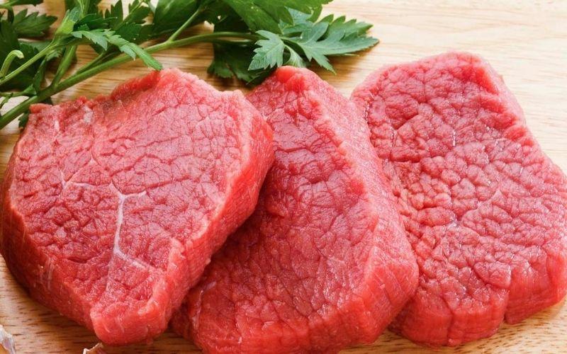 Bệnh nhân đang điều trị viêm đau khớp nên hạn chế ăn thịt đỏ