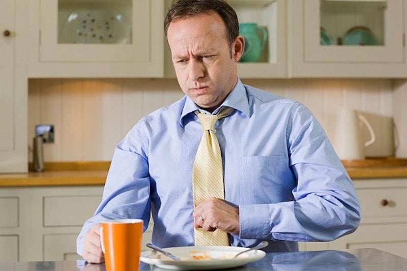 Dấu hiệu viêm hang vị là tình trạng đầy hơi, khó tiêu