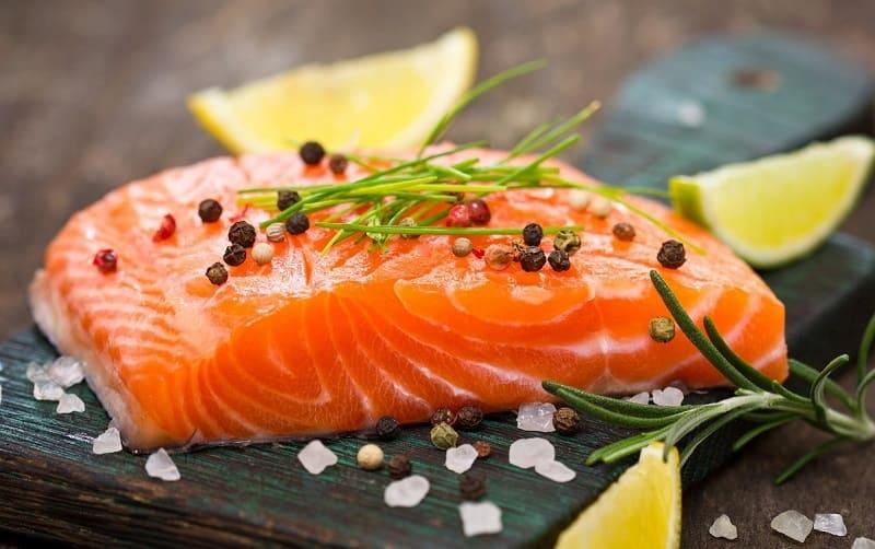 Cá có nhiều chất omega-3 tốt cho người viêm khớp cổ chân