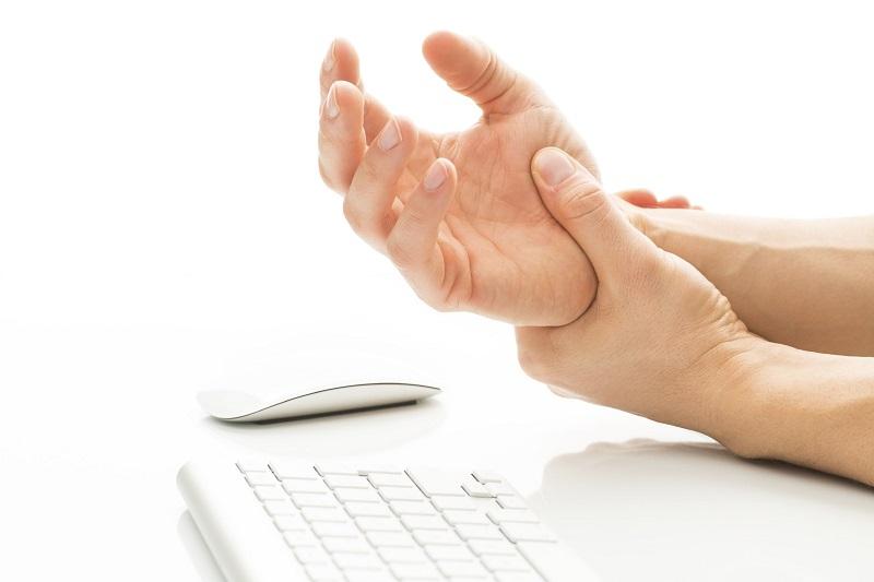 Đau khớp cổ tay là chứng bệnh thường gặp