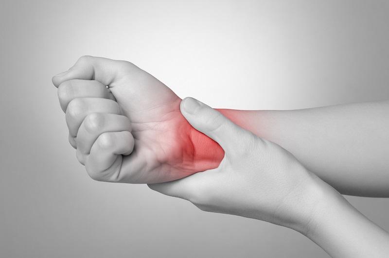 Cổ tay có những biểu hiện sưng, nóng, đau nhức